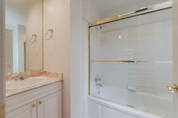 7280 Broadmoor Blvd Richmond-large-029-17-Bathroom-1500x1000-72dpi.jpg