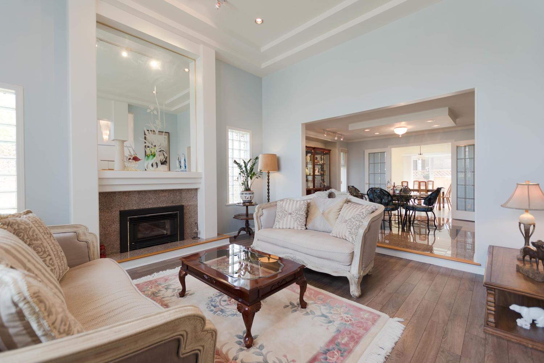 7280 Broadmoor Blvd Richmond-large-005-21-Living Room-1500x1000-72dpi.jpg