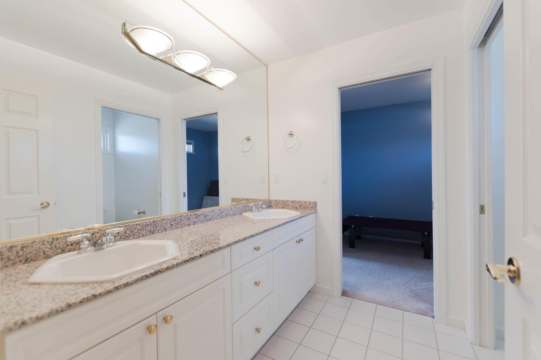 7280 Broadmoor Blvd Richmond-large-024-18-Bathroom-1500x1000-72dpi.jpg