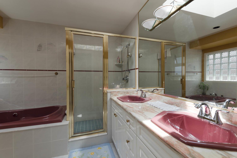7280 Broadmoor Blvd Richmond-large-020-8-Bathroom-1500x1000-72dpi.jpg