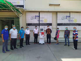 JHM Rotary Dialysis Centre receiving donation