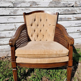Creme Tufted Chair