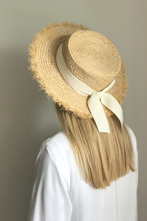 Straw hat with fringe and white ribbon, 8 cm
