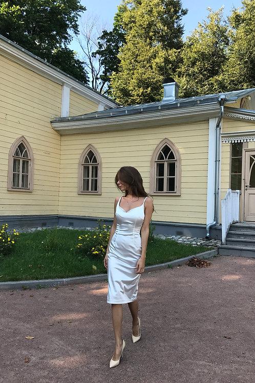 Платье-футляр / цвет белого жемчуга