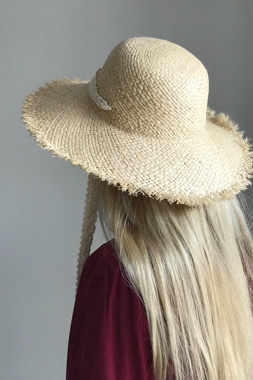 Straw hat with fringe and lace ribbon