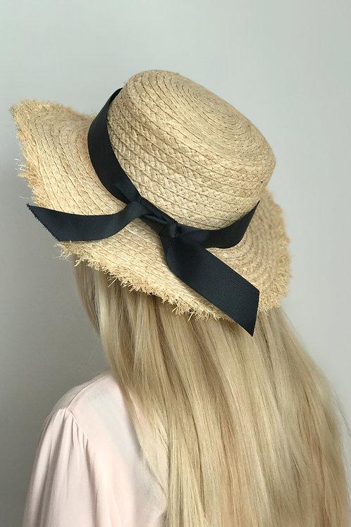 Соломенная шляпа с бахромой по краю и чёрной лентой, поля 8 см
