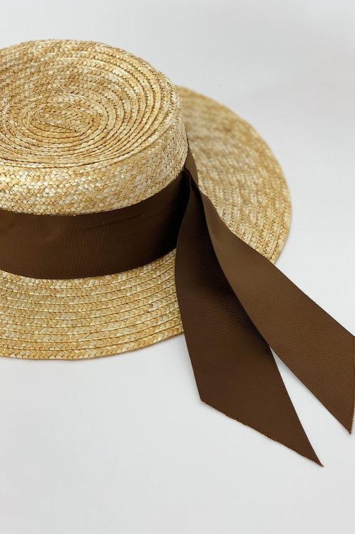 Cоломенная шляпа с широкой лентой