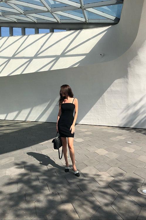 Платье-футляр мини