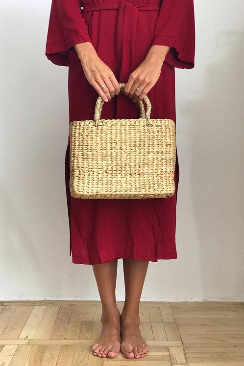 Соломенная сумка с плетеными ручками