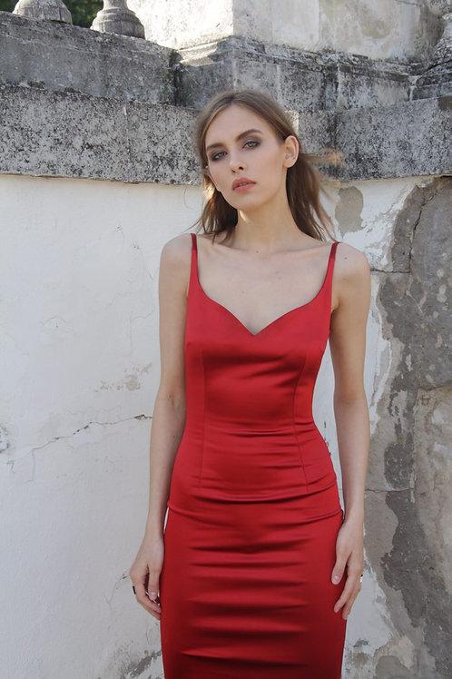 Платье-футляр / в красном цвете