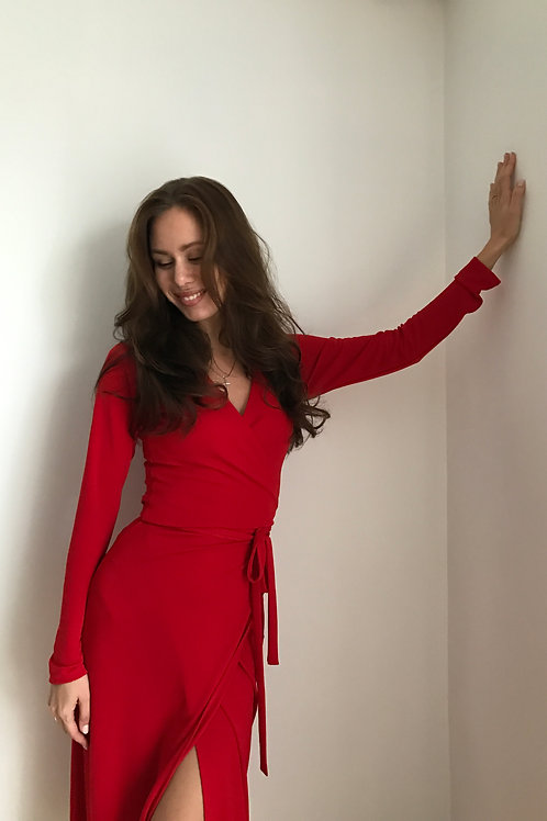 Red made of viscose / midi length
