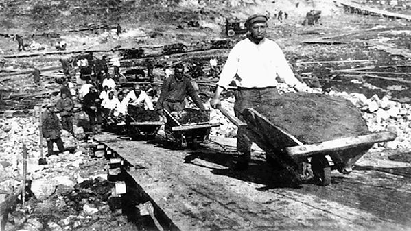 Gulag-camps-USSR-forced-labor-1920.jpg