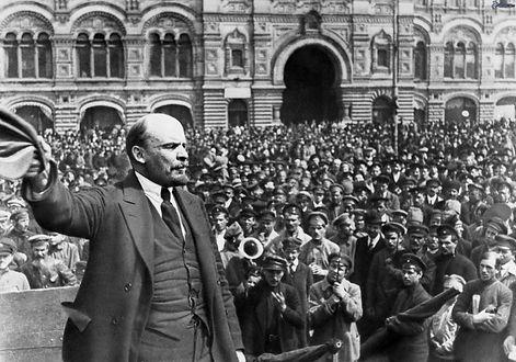 Lenin-speaks-to-masses-1920.jpg