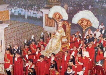 pope-pius-XII-papel-throne-portable-426.jpg
