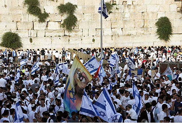 Israelites throng before the Wailing Wall in Jerusalem to celebrate the victory of Israel in the Six Days War in 1967.