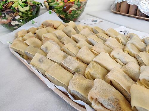 מגש אירוח גלילות בלינצ'ס - מגשי אירוח חלביים של איט איט