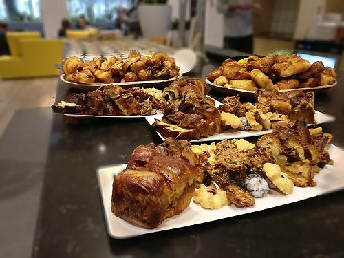 מגש אירוח עוגות קראנץ ועוגיות חלבי/פרווה