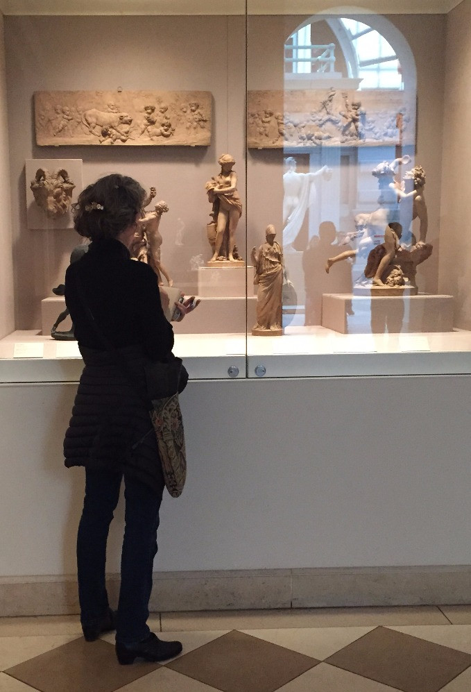 Tracy sketching sculptures at the Met in NYC