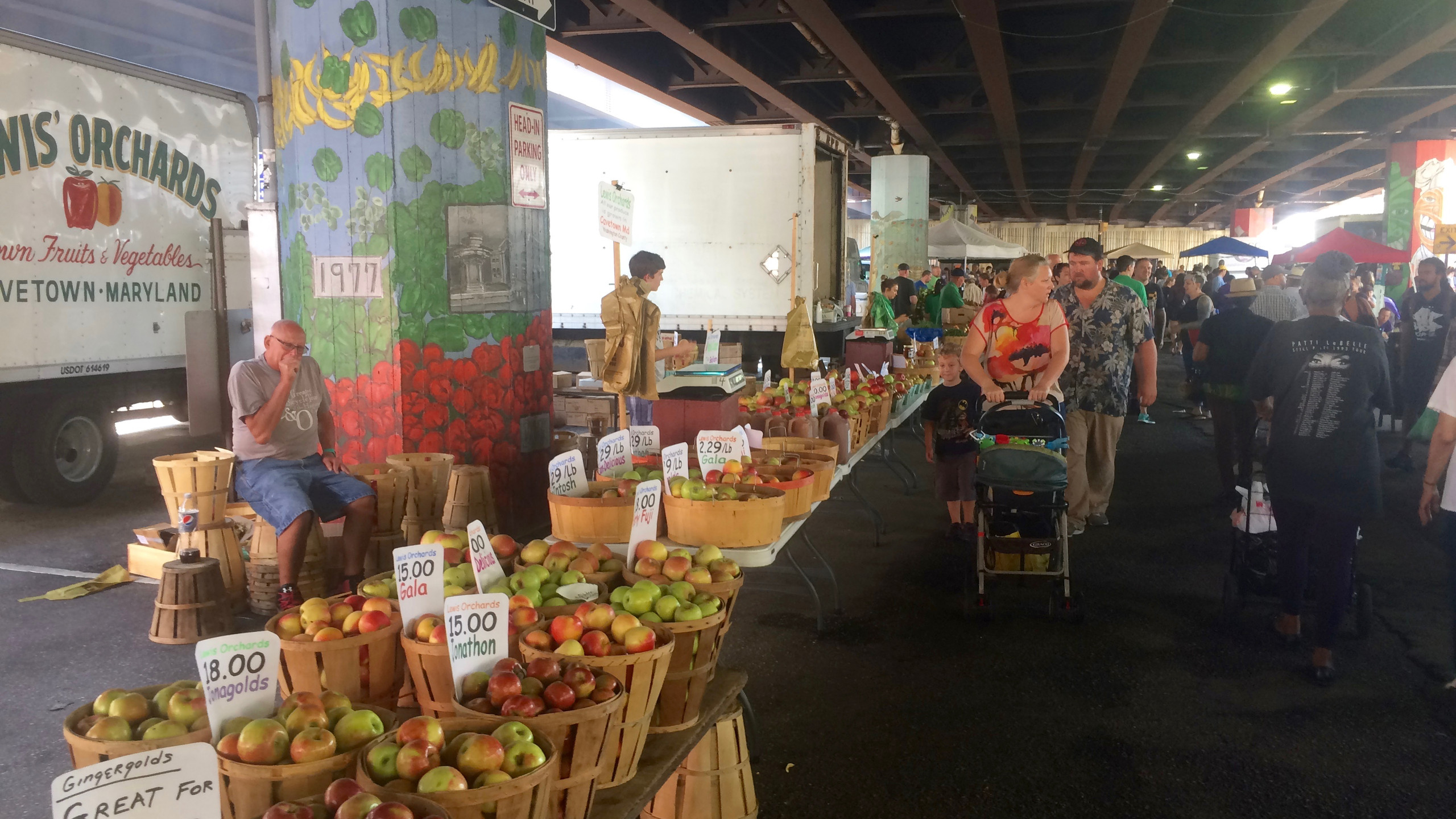 Apples and murals at the Farmers' Market
