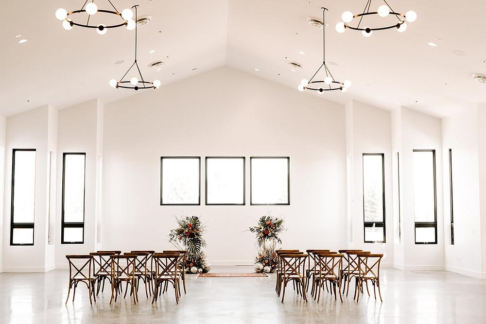 wedding ceremony, modern wedding, boho wedding, bright wedding space, small wedding