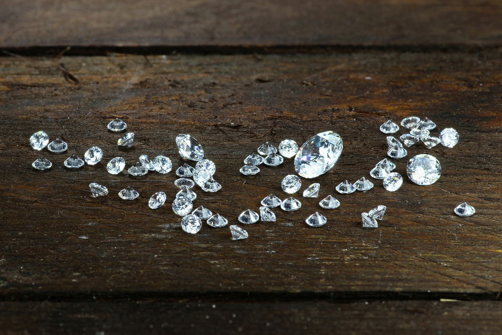 diamonds, loose diamonds, diamonds on wood