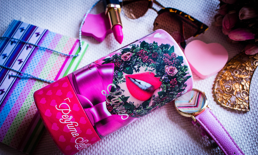Clicking Perfume Selfie with Perfumebooth
