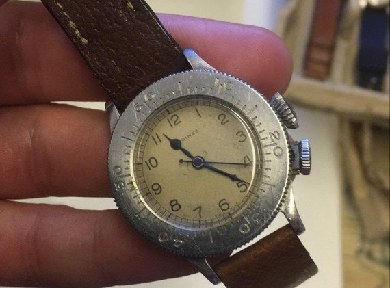 A very cool vintage Weems watch from Longines. This watch features a second crown at 4 o'clock. When you unscrew that crown, you then have the ability to rotate the bezel, before screwing the crown back in to lock the bezel in place.