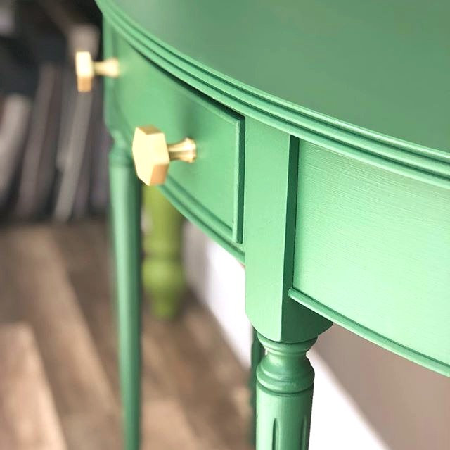 Gorgeous%20Green__Hall%20Table%20making%