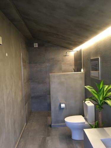 suite 03 - bathroom