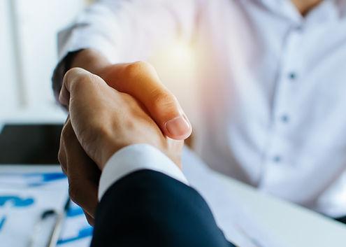 partnership-two-business-people-shaking-