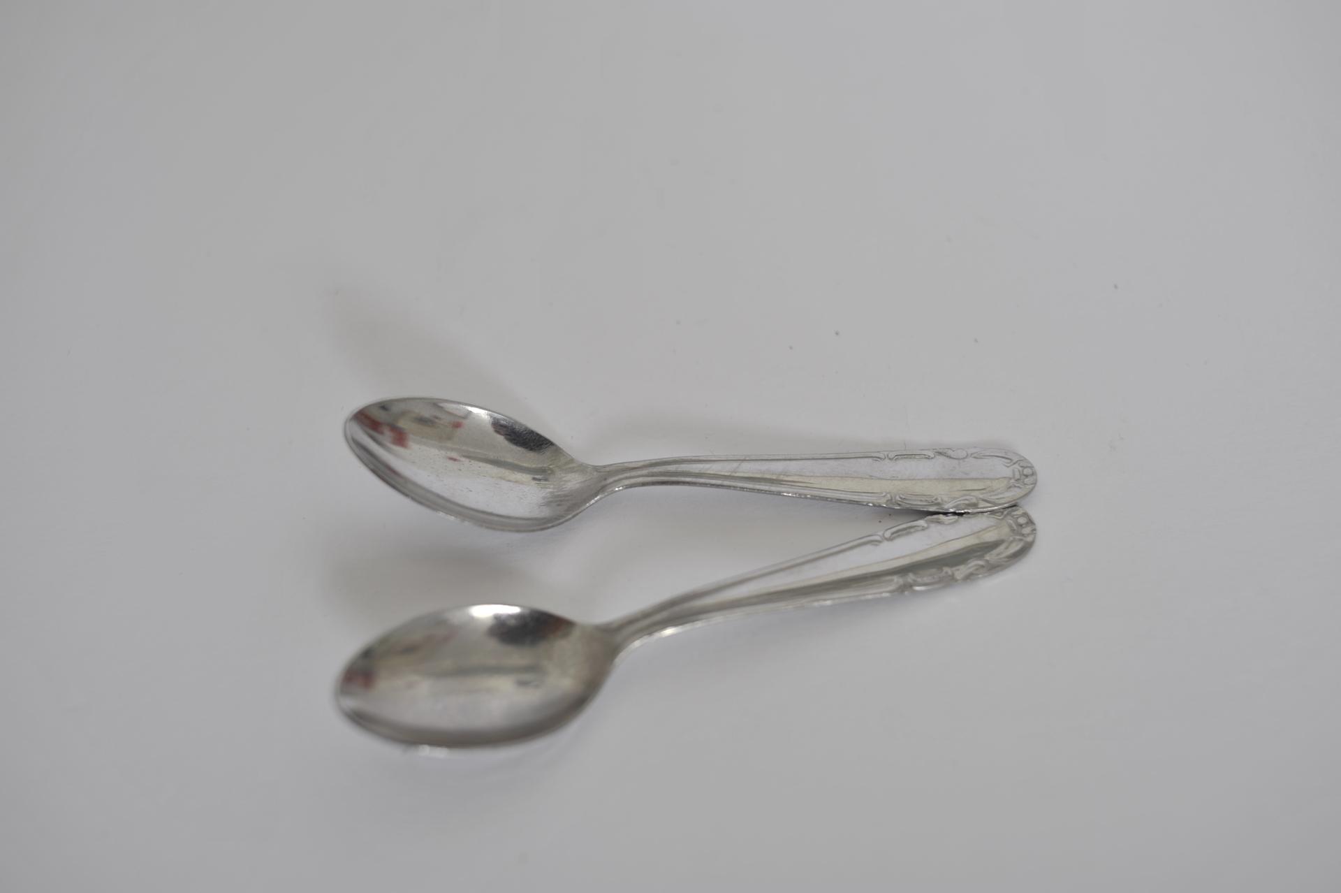 59. due cucchiaini