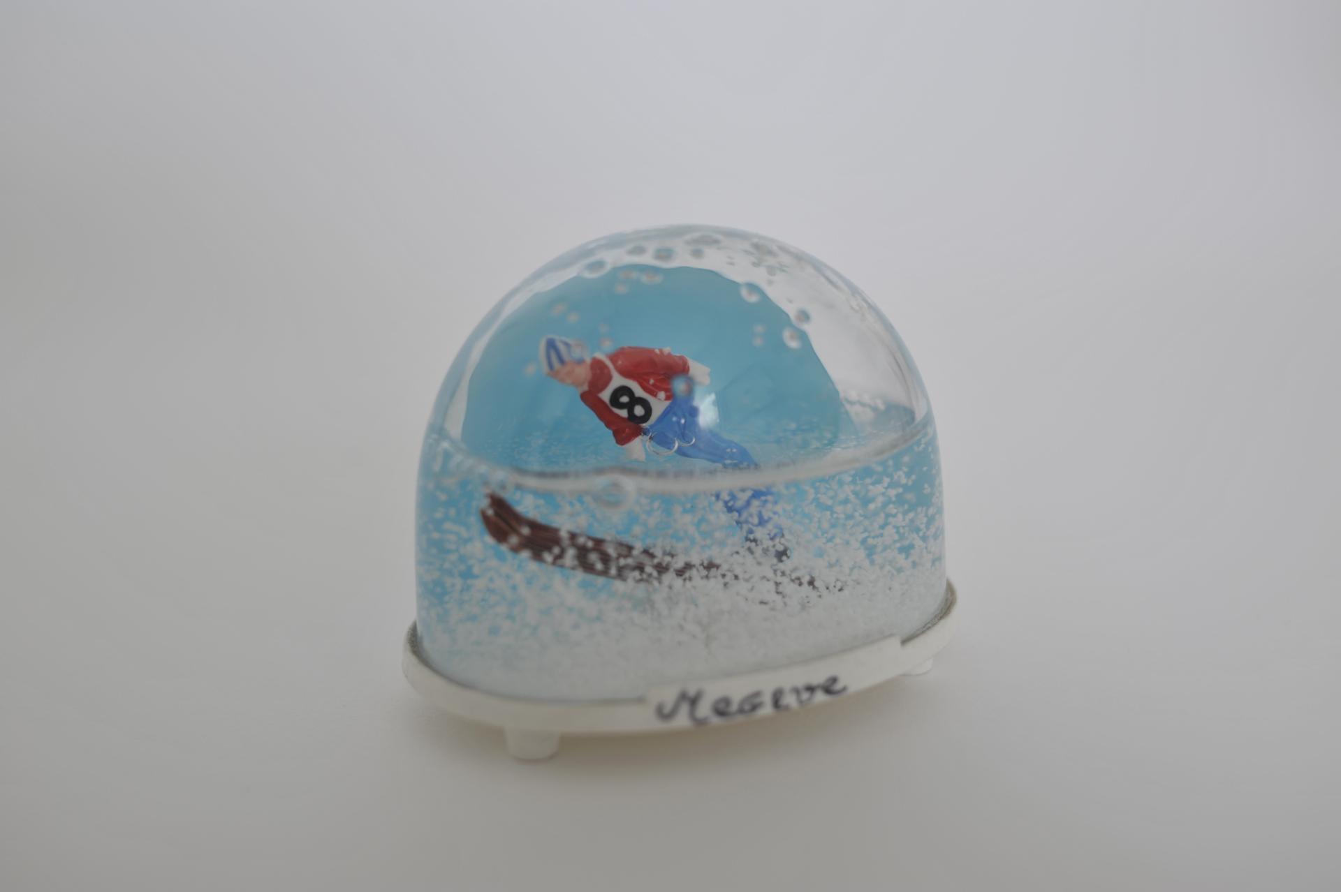 4. bolla di neve con sciatore