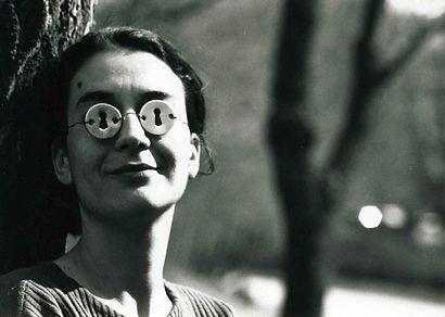 Bruna Esposito, ritratto con vista