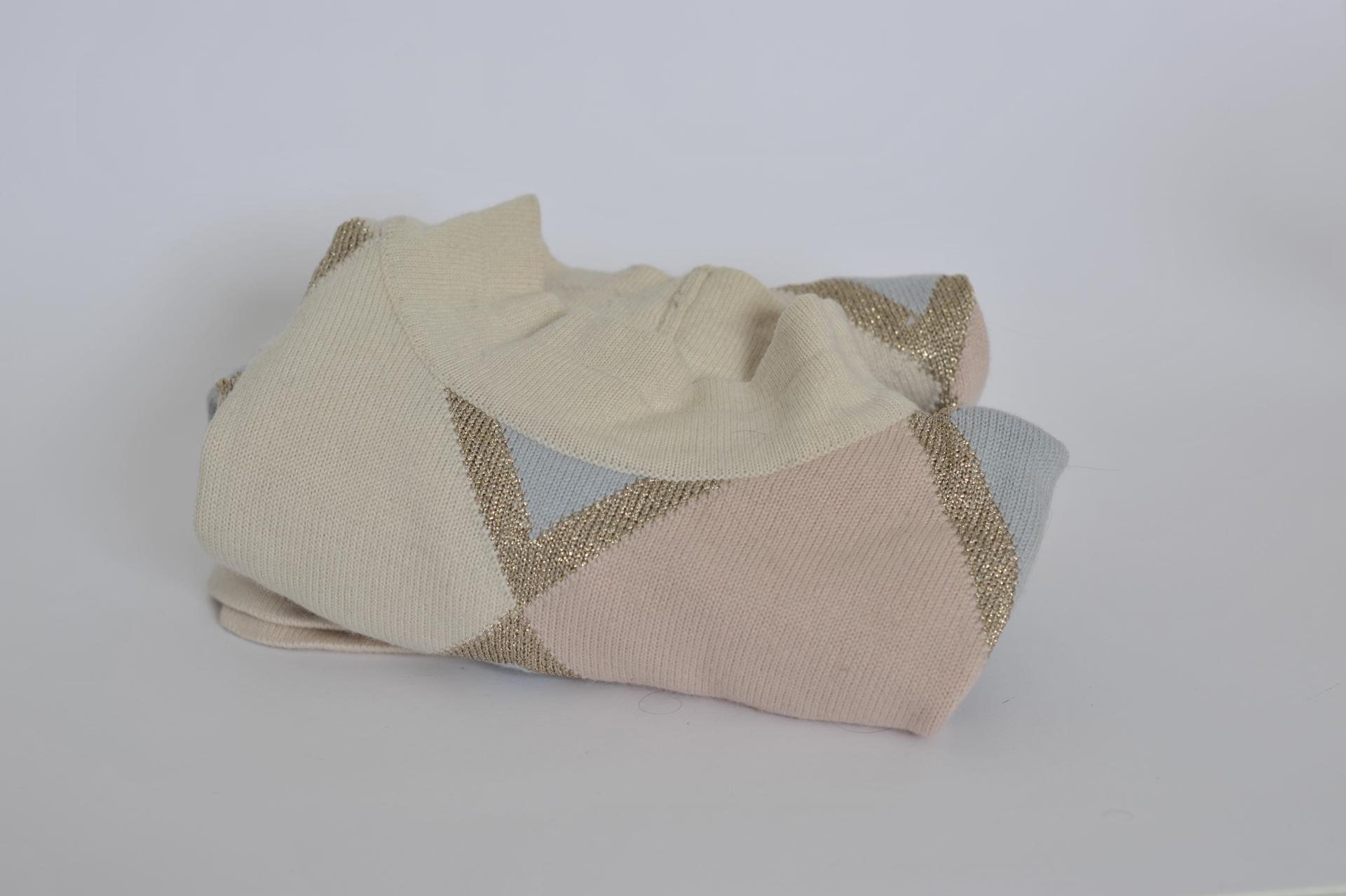 84. maglione a rombi dorati