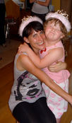 mum-daughter-cuddling