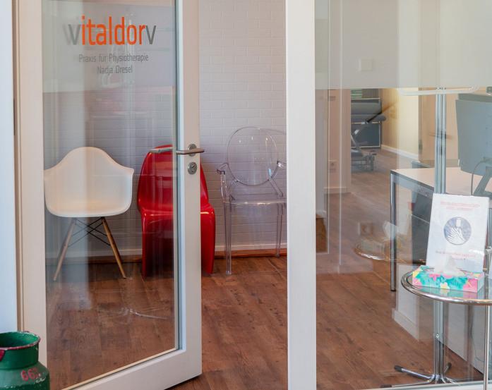 Vitalddorv-Bühl---Eingang-Praxis-für-Phy