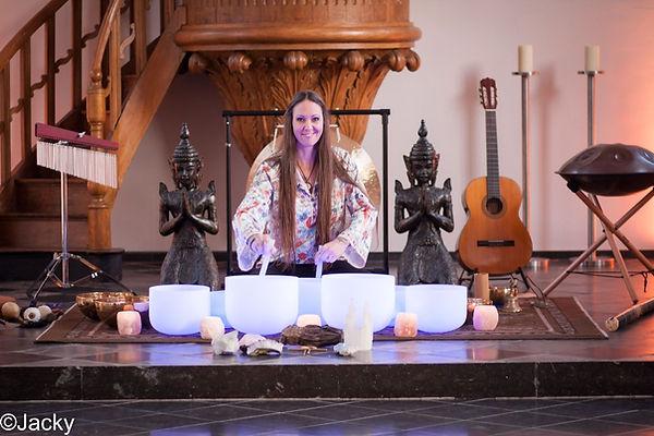 Soundhealing Klankbad Tibetaanse Kristallen Klankschalen Handpan Gong Sjamanendrum Sharana Voerendaal Zuid Limburg