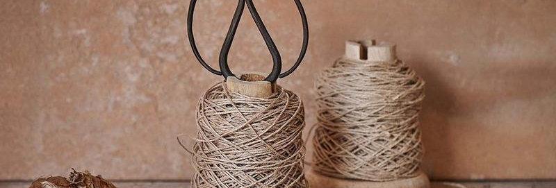 Dende Wooden Bobbin With String & Scissors - Nkuku