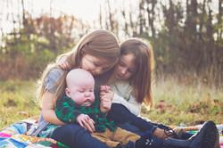 siblings-cuddling