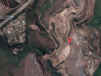 Cinco famílias vizinhas de barragens da Vale são removidas de casa em Macacos