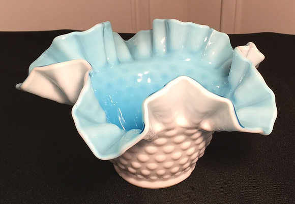 A Beautiful Eye-Catching Vintage Fenton Hobnail Bowl.