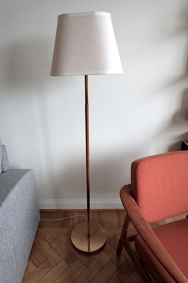 LEATHER WRAPED LAMP