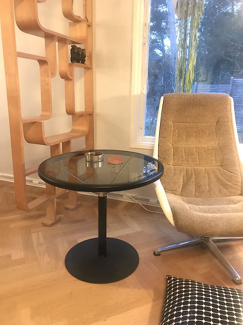 SIDE TABLE IN GLASS AND METAL 1450SEK