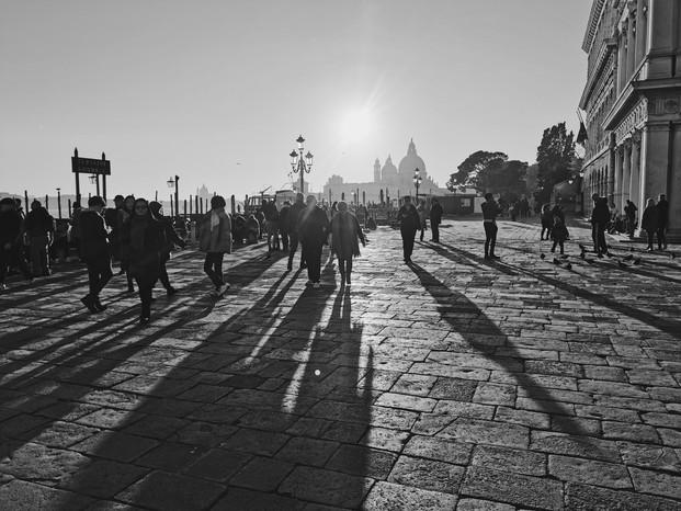 Piazza San Marco soleil.jpg
