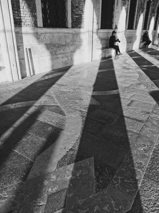 Long_shadows_Venise.jpg