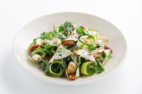 Салат с дальневосточным кальмаром и хрустящими овощами