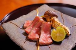 仙台 黒毛和牛 A5 サーロインと松茸の炭焼き