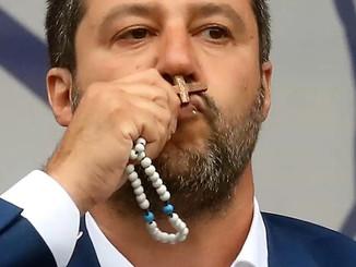 Italie : rosaire en main, Matteo Salvini tente de séduire les catholiques traditionnels