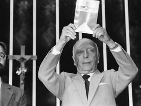 """""""Traidor da Constituição é traidor da Pátria"""", advertiu Ulysses Guimarães"""