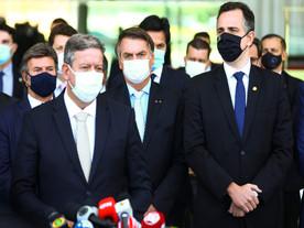 Bolsonaro é enquadrado e fica refém de Pacheco e Lira na pandemia